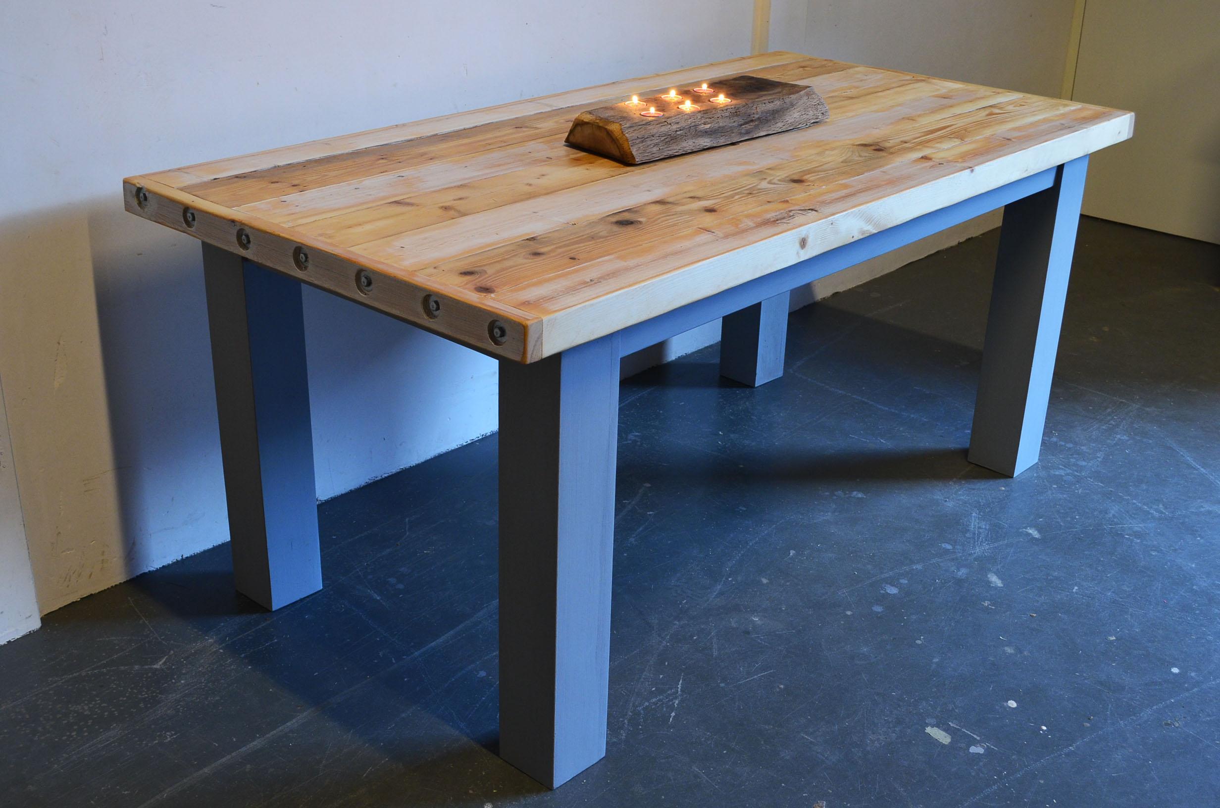 Moose design zoekt houten meubels voor recycle me project for Houten meubels