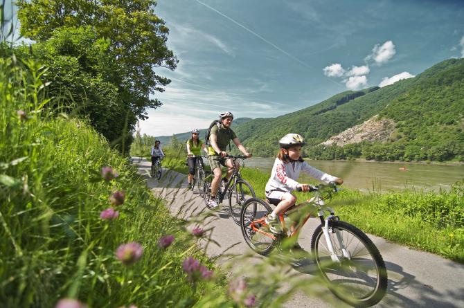 Danube-Family-cyclingIII
