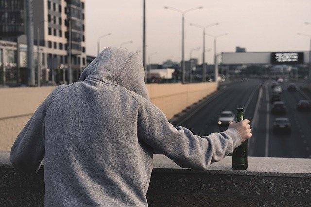 Mogelijke factoren voor het ontwikkelen van een alcoholverslaving